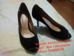 Sandálias super conservadas