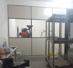 Divisórias de Eucatex Com 2 Vidros e Porta
