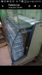 Balcão refrigerado e um temperatura ambiente