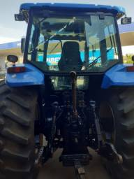 Trator New Holland TM 165.