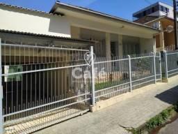 Casa 4 dormitórios, 3 banheiros e 2 vagas de garagem; Bairro Fátima;