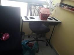 Mesa de manicure com duas gavetas