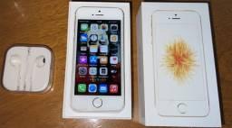 iPhone SE 64GB dourado usado