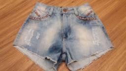 Short jeans cintura alta com rebites cor cobre tamanho 36