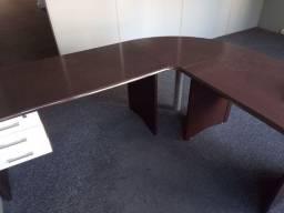2 mesas escritório 1 armário e balcão recepção