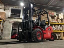 Título do anúncio: Empilhadeira Diesel | 2,5 toneladas | Torre de 4,7 metros | Nova