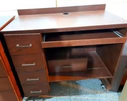 Mesa de computador madeira maciça conservada