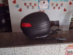 Bagageiro universal para moto bem conservado