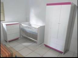 Quarto completo infantil branco com detalhes rosa infantil