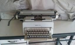 Máquina de escrever funcionando. Não sou de BH