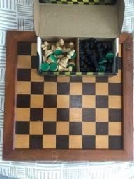 Jogo de xadrez em madeira