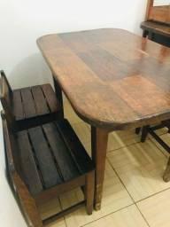 Mesa com 4 cadeiras ( Madeira Maciça )
