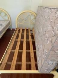 2 camas de solteiro com colchão