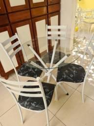 Conjunto mesa de tampo de vidro e 4 cadeiras