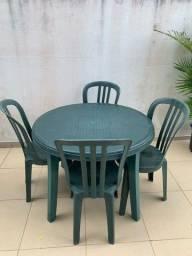 Mesa + cadeiras grosfillex