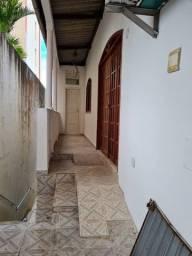Alugo Casa 3/4 em Brotas, frente de rua com garagem, térrea