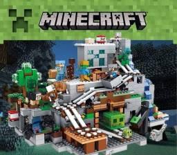 Lego Minecraft Caverna da Montanha 900 peças