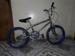 Vende bicicleta lightinha