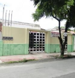 Casa com 2 Quartos para Alugar, 40 m² por R$ 650/Mês