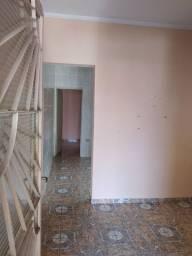 Alugo casa 3 comodos 550