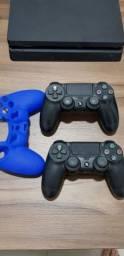 Play Station 4 + 2 Controles + Jogos + Suporte + Capa de Controle