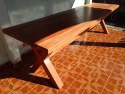 Vende-se mesa de madeira maracatiara