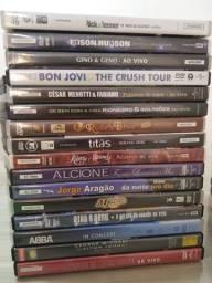 Vendo 60 DVDs e 60 CDs