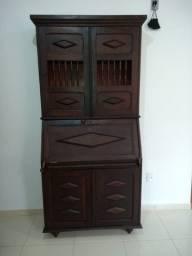 Móvel de madeira maciça