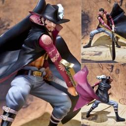 Colecionável Figuarts Zero Bandai One Piece - Dracule Mihawk (battle version)
