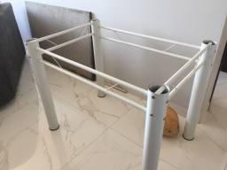 Mesa de mármore + duas cadeiras