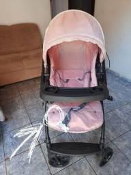 Vendo carrinho de bebe feminino
