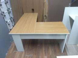 Mesa em L 2 partes amadeirada seminova  + gaveteiro volante