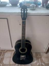 Vendo violão  tem que botar 2 cordas