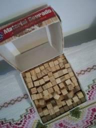 Material Dourado em madeira 62 peças