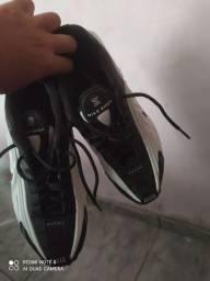 Tênis Nike r4