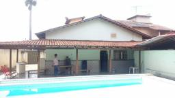 Vende casa no Santa Genoveva 4/4 com piscina, aceita permuta.
