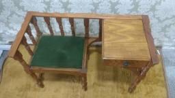 escrivaninha  em estilo artesanal retro