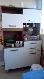 Armário de cozinha muito novo!!