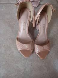 Sandálias salto medio