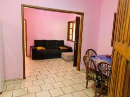 Casa á venda com 4 dormitórios e 2 banheiro sociais na belissima Praia de Palmas.