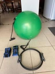 Bola de pilates , peso 1kg. Mais um arco para pernas e braços