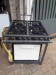 Um fogão industrial ATIVO 6 bocas com forno