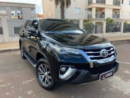 Toyota Hilux SW4 2.8 SRX Diesel 2017 4x4 Automática 67mil km / tro.co e financio