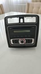 Som original JAC J3 com moldura de acabamento central do rádio