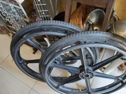 Rodas p cadeira  roda  .usadas leia a  baixo