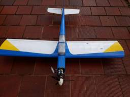 Aeromodelo Calmato. Saito 4t