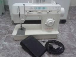 Máquina de costura em ótimo estado de conservação