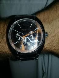 Relógio técnico muito top novinho analógico