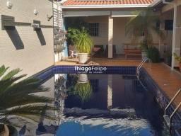 Título do anúncio: Linda Casa 03 quartos (1 Suíte) - Piscina aquecida e Área Gourmet.