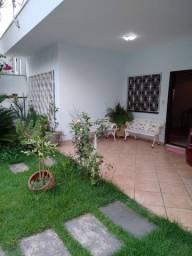 Casa jardim centenário